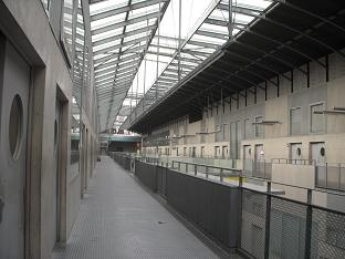 近代的な校舎2.JPG