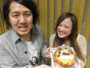 ケーキもってる2人.JPG