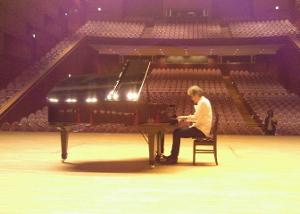 Matsumotosan plays Piano2.JPG