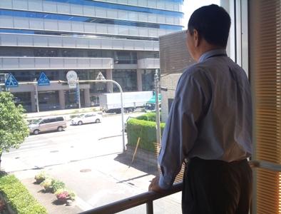 2010-07-21 外見るミッキーさん.jpg